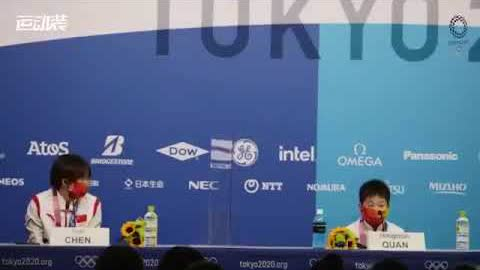 """14岁的中国跳水选手#全红婵 赢得金牌,在新闻发布会上回答记者""""要赚很多钱为妈妈治病"""""""