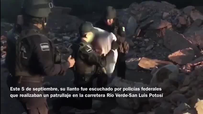 La Policía Federal de México rescata a una beba en un baldío