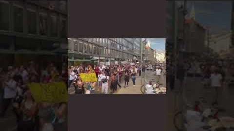 #意大利 #米兰 抗议强制接种疫苗和疫苗卡大游行。