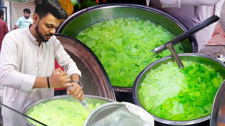 PAKOLA MILK SHARBAT | Ice Pakola Juice at Street Drink of Karachi Pakistan | SUMMER STREET DRINK