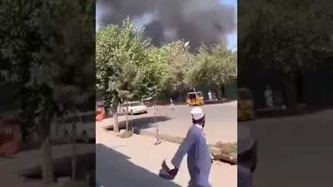 当地时间8日报道塔利班占领阿富汗城市昆都士,这是塔利班在三天内占领的第三座省会。塔利班称占领了当地的政府大楼、警察局和监狱。部分当地居民试图在塔利班进入前逃走,还有不少居民躲在家里,不敢出门。