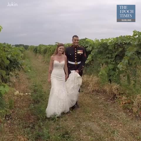 Noiva faz pausa em cerimônia de casamento para dar discurso emocionante a seu enteado
