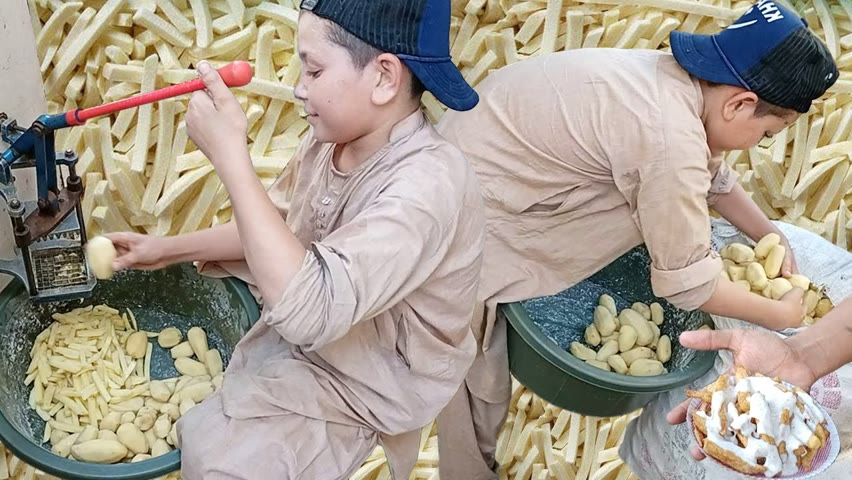 12 Years Old Kid Selling French Fries   Hardworking Afghani Kid   Aloo Chips Street Food Karachi