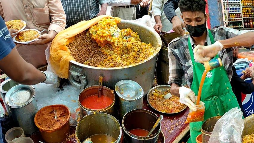 Famous Masala Chana Chaat Wala Rs 30/- | Oldest Shop of Aloo Chana Chaat | Pakistani Street Food