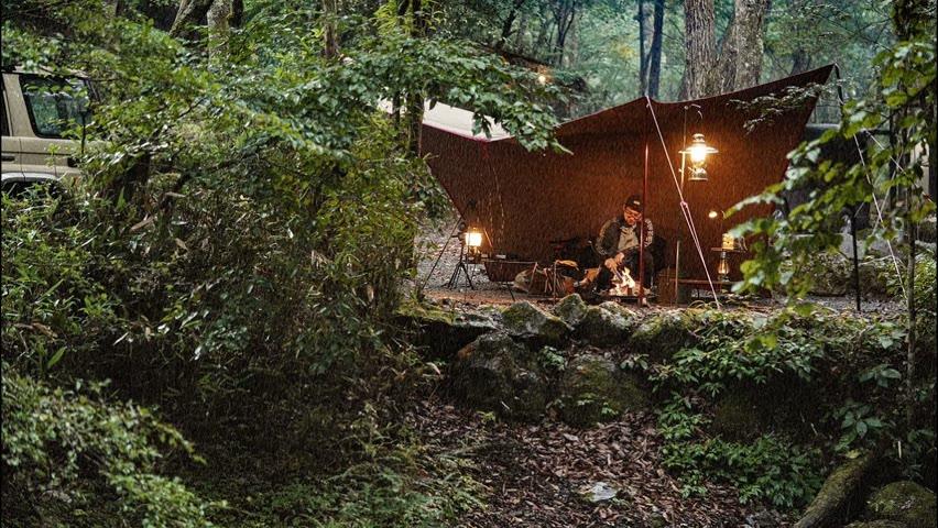 【雨キャンプ】川の音と雨の音を聞きながら焚火料理/小麦粉から作るボロネーゼと肉まん