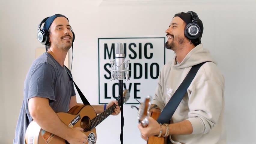 Music Travel Love | The Lion Sleeps Tonight (From Music Studio Love)