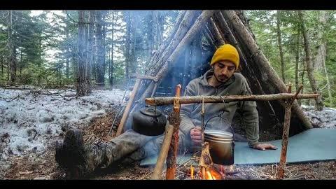 4 days solo bushcraft camp: Survival skills, fire roof, wild camping, tarp shelter, asmr