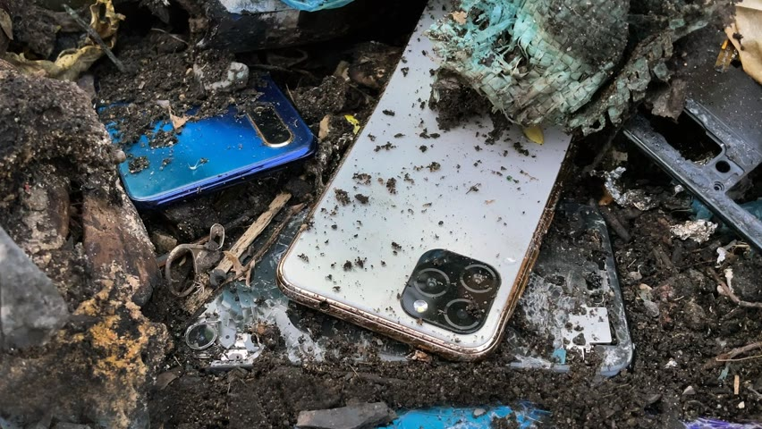 Restoring Abandoned Destroyed Phone Found From Rubbish, Restore iCall 12 Pro