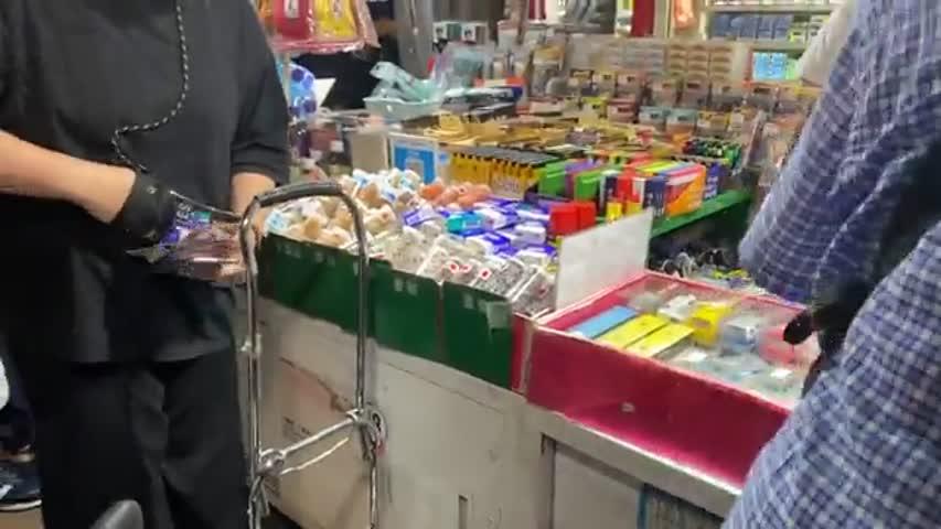 2021.06.18 凌晨旺角報攤現場 市民通宵買《蘋果日報》
