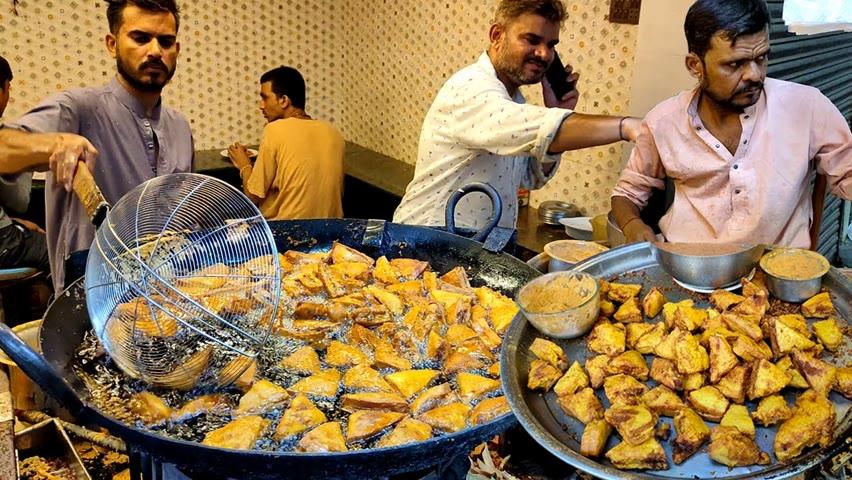 Indian Paneer Bread Pakora | Pakistan Street Food | 30 Year Old Shop Serving Potato Snacks