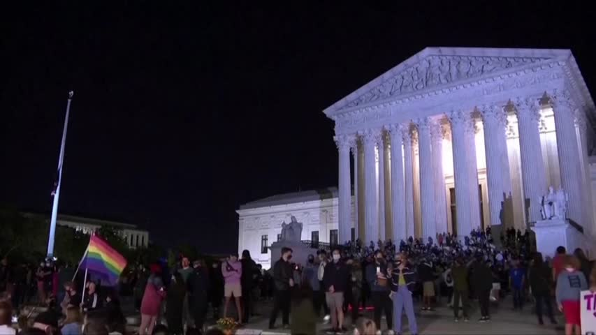 Mourners Honor Ginsburg on US Supreme Court Steps
