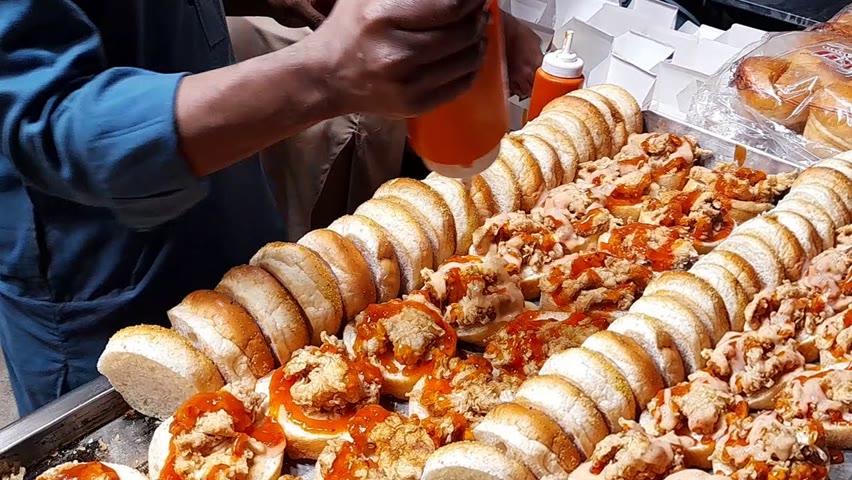 KFC Style Zinger Burger | Crunchy Fried Chicken Burger | Zinger In Just Rs.50 | Street Food Pakistan