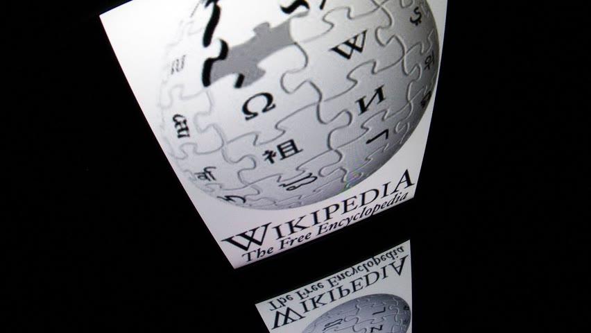 Le cofondateur de Wikipédia accuse l'encyclopédie de partialité profonde
