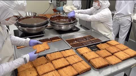 빵공장의 대량생산 현장! 대왕 엄마손파이 빨미까레 만들기 Making Over 1,000-ply Chocolate Pastries, Palmier Carre