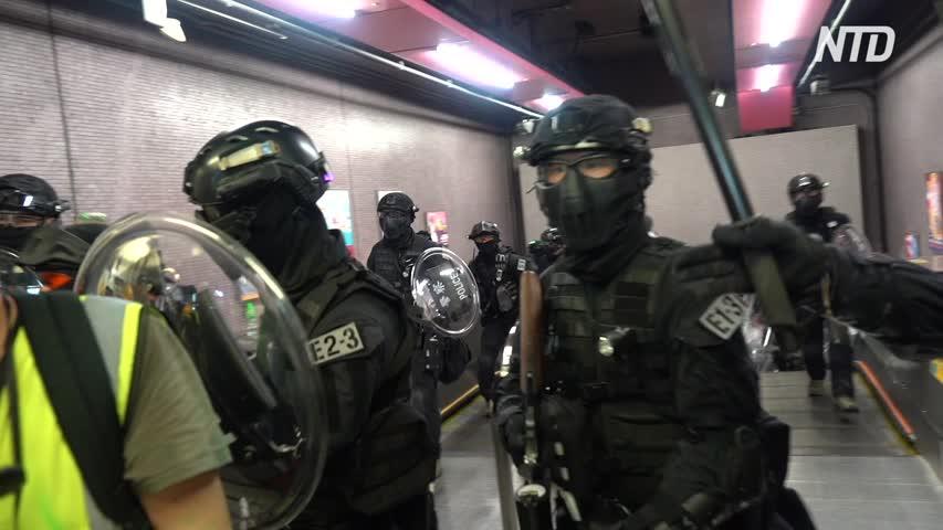 Police in Hong Kong Careless around Press
