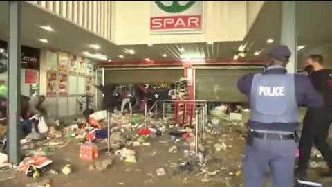 南非暴亂,暴徒瘋狂搶劫華人超市,中國外交戰狼竟無任何表示!?