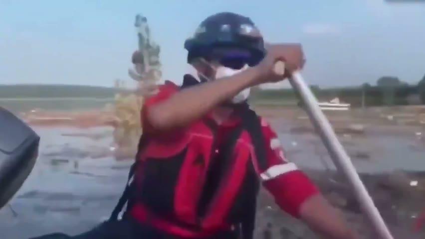 现场视频来了。鄭州的 #常莊水庫 附近河流,救援人員在 #打撈,一位70歲老人一人就打撈了15具遇難者,河南水災遇難知多少!?