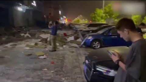 6月30日凌晨2點左右,河北秦皇島海港區,碧海雲天一早餐店發生疑似燃氣爆炸事故,現場一片狼藉。知情網友稱,損失慘重,旁邊衣服店的模特都被炸出來了。