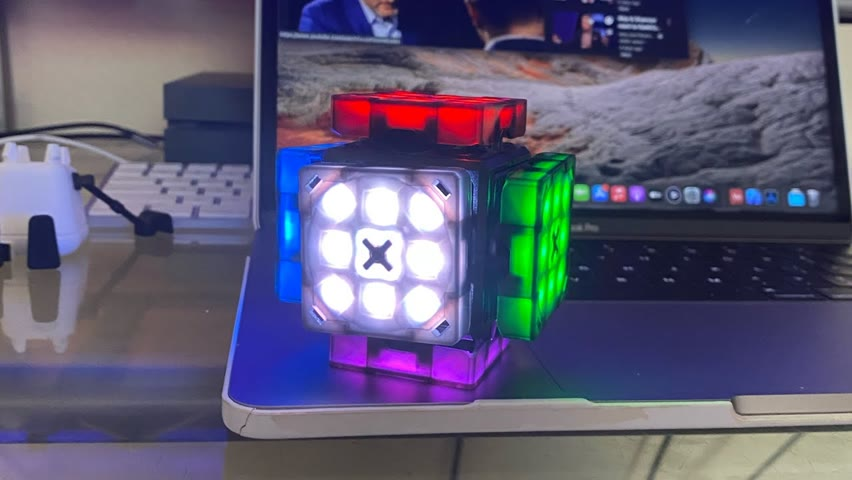 Fully Electronic Rubik's Cube?!