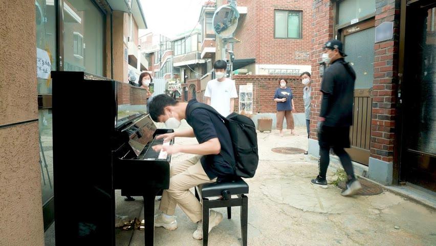 골목길의 피아노 즉흥으로 캐논 치는 남학생 ㄷㄷㄷ