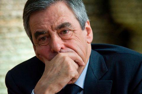 Soupçons d'emplois fictifs  le parquet national financier requiert un procès pour le couple Fillon