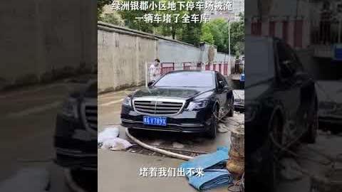 #郑州洪灾,河南败类!这种行为属于故意伤害罪,可以告他,网友建议就地正法!