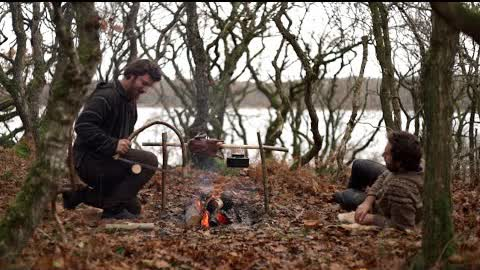 7 days bushcraft trip - making saw, baking bread, carving, fishing, tent, adjustable pothanger etc.