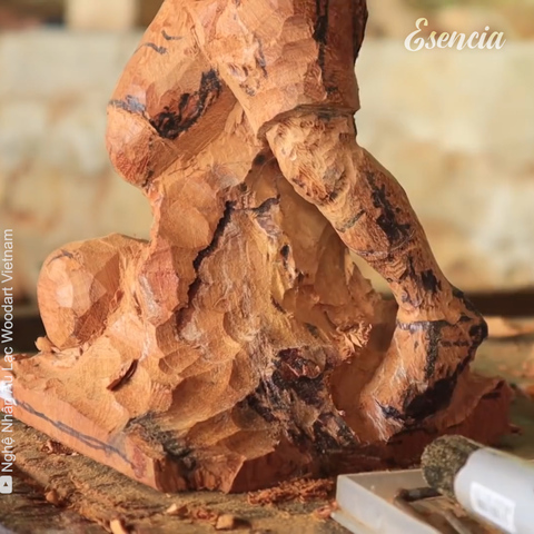 Haciendo una escultura a mano de Lionel Messi