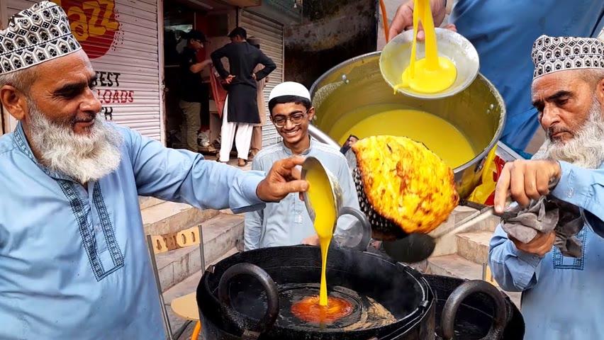 Uncle Making Rabri Malpua | Special Egg Malpua | Non Stop Malpua Maker | Pakistani Street Food
