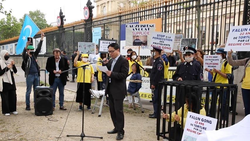 Manifestation à Paris : génocide et persécution