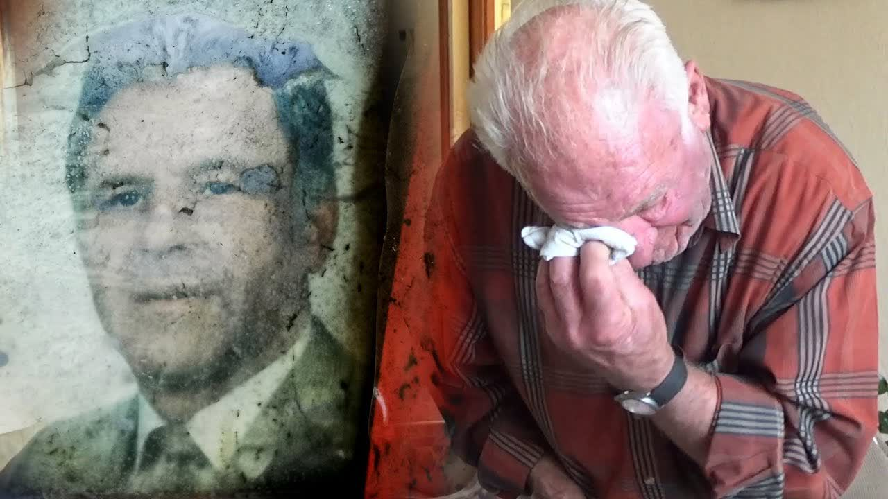 REUNITING Owner with FOUND Personal Belongings after More than 20 Years! - Emotional Moment!