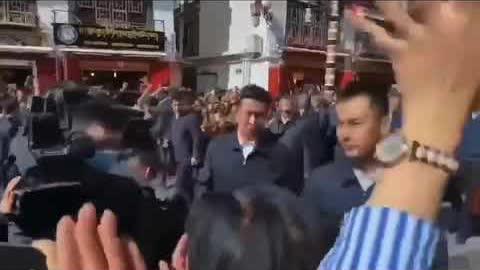 #习近平 西藏视察不雅视频网上疯传,亲民还是怕民,一目了然~
