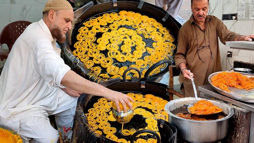 Street Style Jalebi Making | Crunchy Jalebi at Karachi Food Street | Amazing Indian Sweet Jalebi