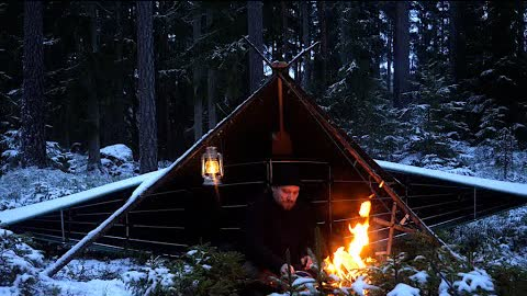 3 Days Winter Bushcraft in Snow and Ice - Canvas Poncho Shelter - Sleeping on Reindeer Skin