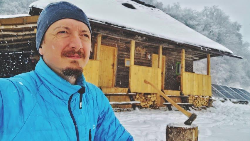 O dimineață de iarnă la cabană   Mic dejun rece   Urme de animale