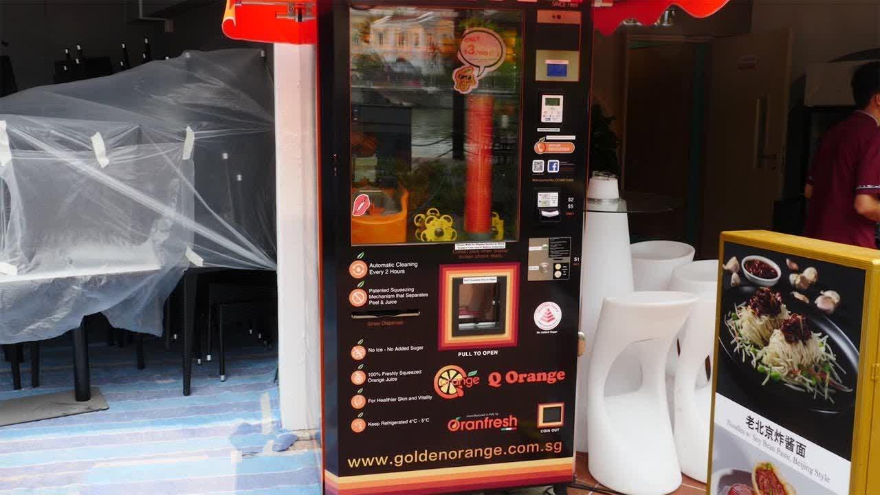 오렌지 주스 자판기 Orange Juice Vending Machine - Singaporean Street Food