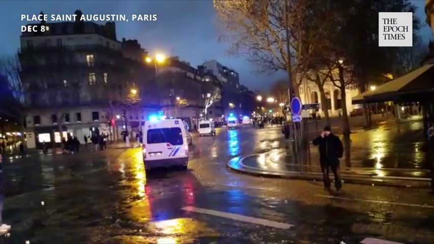 """French """"Yellow Vests"""" Protests—Police Rushing Off"""