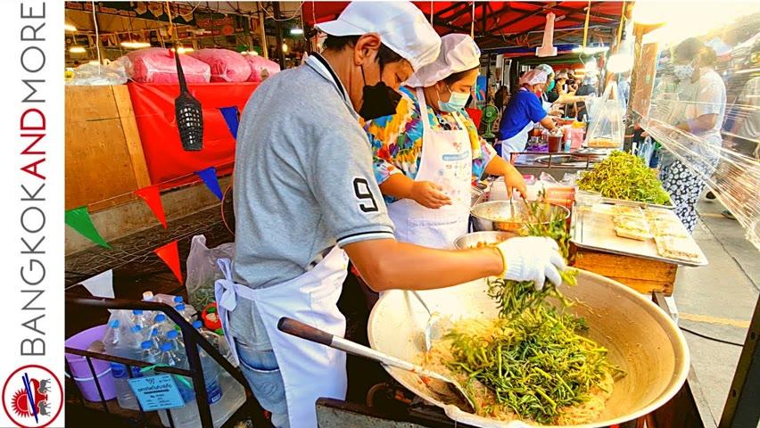Loving STREET FOOD? Enjoy The Great World Market in BANGKOK