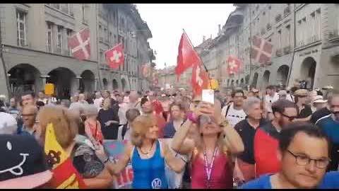 #瑞士 人民走上街头示威游行,抵制疫苗管制 #SWITZERLAND!