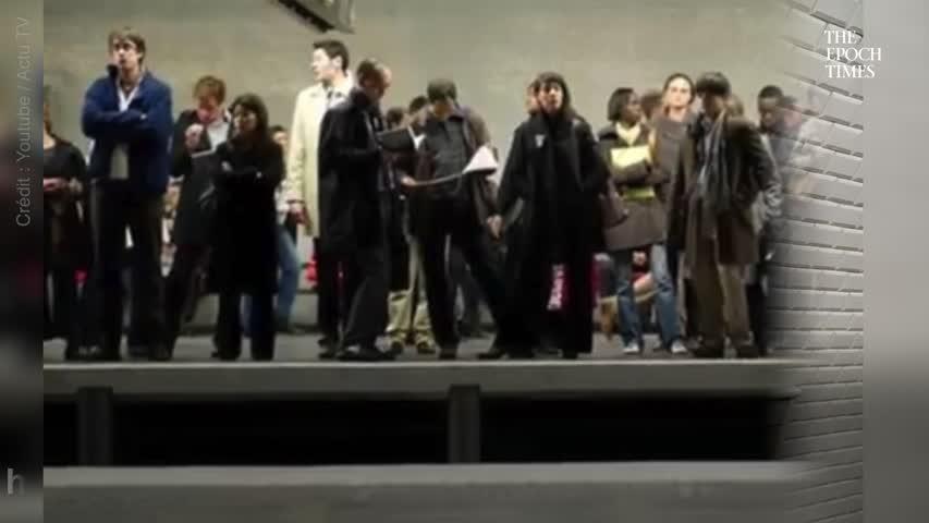 Un individu menace au couteau une rame dans le métro parisien