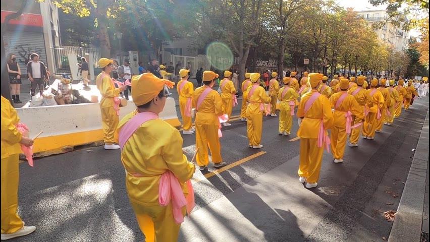 Une marche contre le terrorisme d'État du régime chinois rassemble près de 400 manifestants à Paris