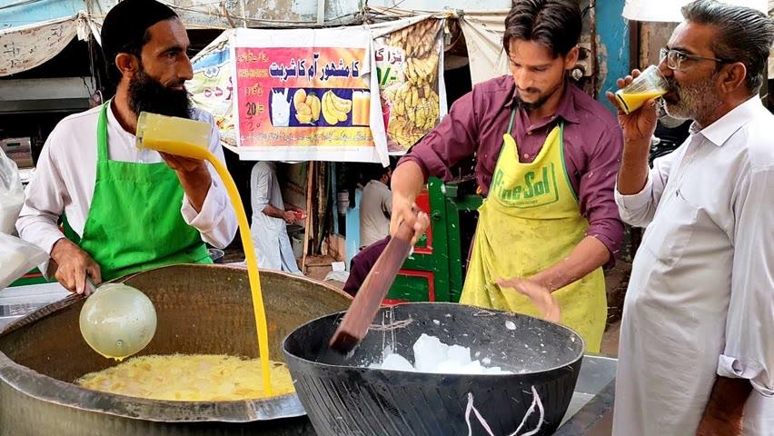 Real Mango Juice | Refreshing Mango Milkshake at Pakistan Food Street | Amazing Fresh Fruit Juice