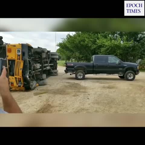 Der Ford am Hof erspart den Abschleppkran