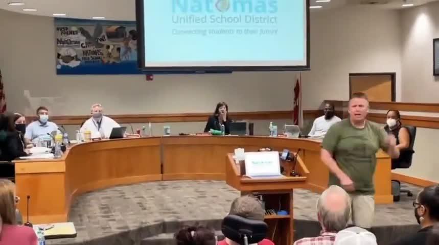 今天,一段家长怒斥加州Sacramento学区校董把安提法分子安插到教师中,向学生灌输垃圾思想的视频,已有超过40万次的浏览量