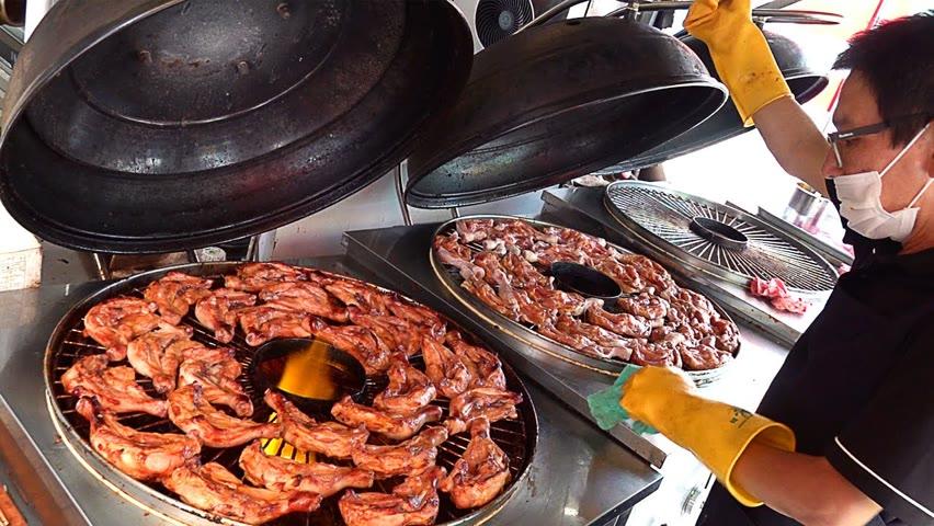 하루 400개씩 팔리는 가마솥 대왕 닭다리 바베큐 Spicy BBQ Chicken Leg Quarters - Korean Street Food