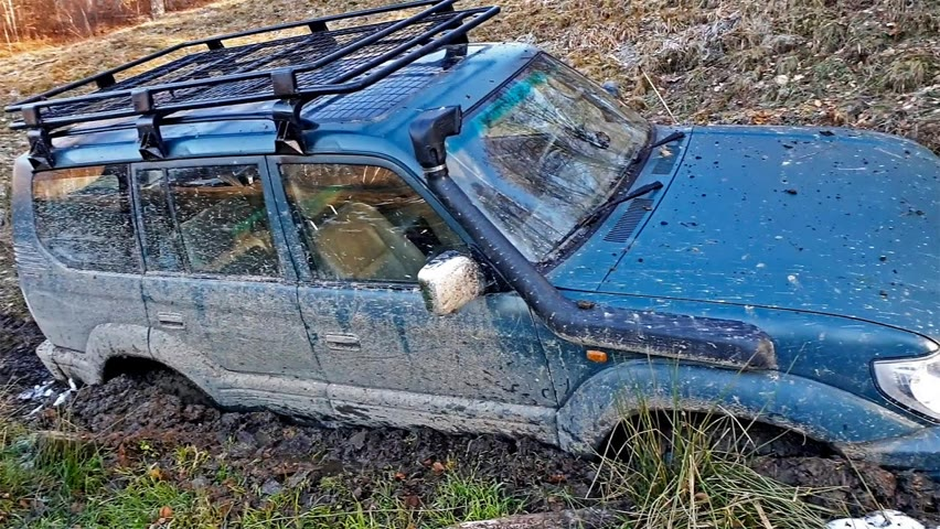 Am rămas cu mașina în noroi