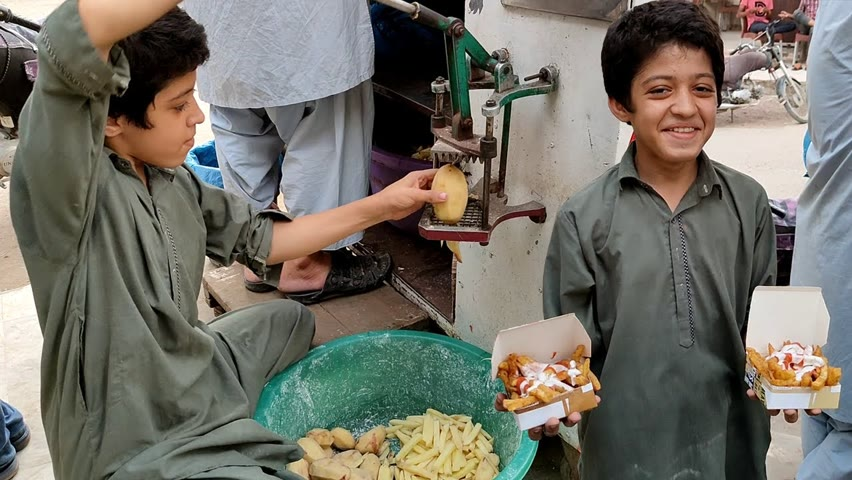 10 Years Old Kid Making French Fries | Afghani Chips on Street | Perfect French Fries Recipe