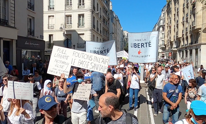 Live Manifestation anti passe sanitaire Rue de Rivoli