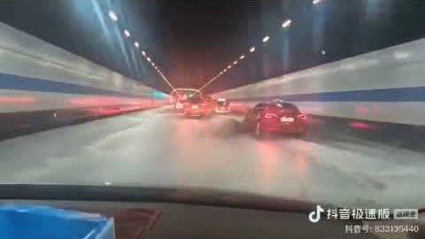 网友:#上海 崇明的长江遂道进水了!